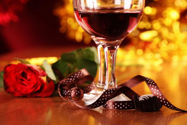 Leidenschaft und Romantik stehen bei einem Candle Light Dinner im Vordergrund.