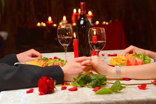 Besondere Stunden für ein verliebtes Paar: Romantisches Candle Light Dinner in Dresden