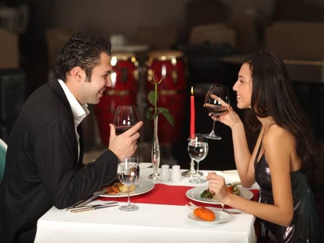 Zweisamkeit und Leidenschaft bei einem leckeren Dinner für zwei Verliebte in Frankfurt am Main
