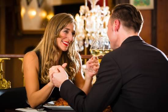 Zuneigung, Zweisamkeit: Romantikdinner in der Hansestadt Hamburg