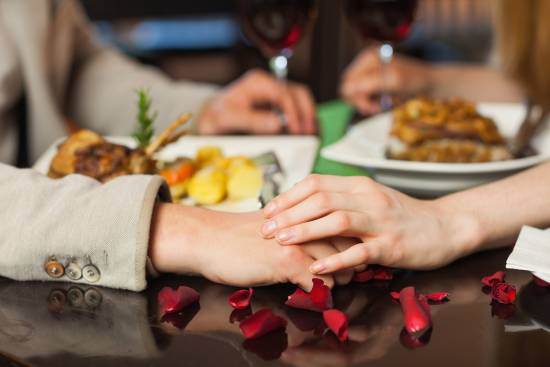 Romantik und Leidenschaft bei einem Candle Light Dinner