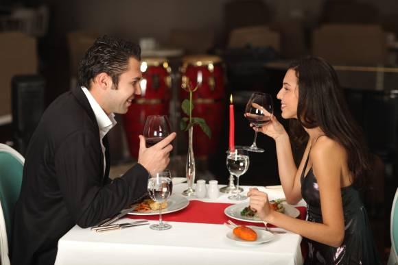 Romantisches Essen für Verliebte: Candle-Light-Dinner für Zwei in München