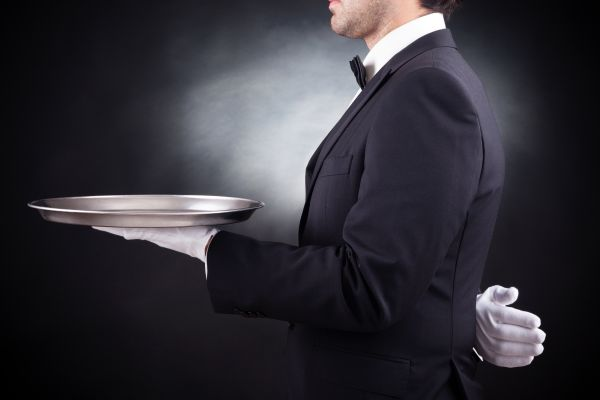 Überraschungen garantiert: Was wird der Kellner bei einen Dunkeldinner servieren?