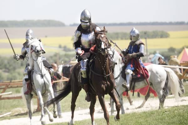 Ritter in Aktion: Mittelalterliche Kämpfe als Zeichen des Mutes und der Kraft