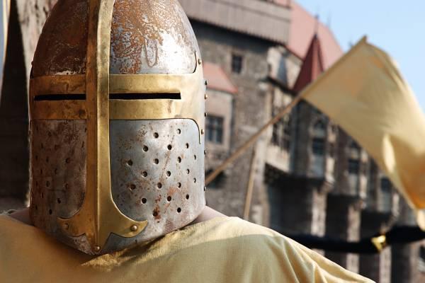 Spaß, Spannung, Musik und Ritterspiele erwarten Sie bei einem historischen Rittermahl.