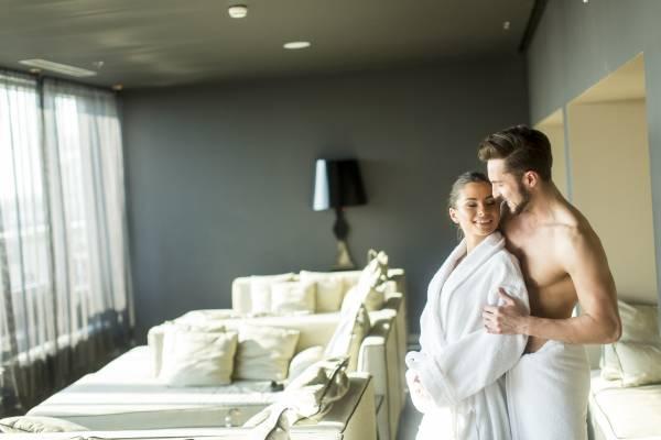 Romantik-Kurzurlaub: Leidenschaftliche Stunden zu zweit in zauberhaften Unterkünften genießen