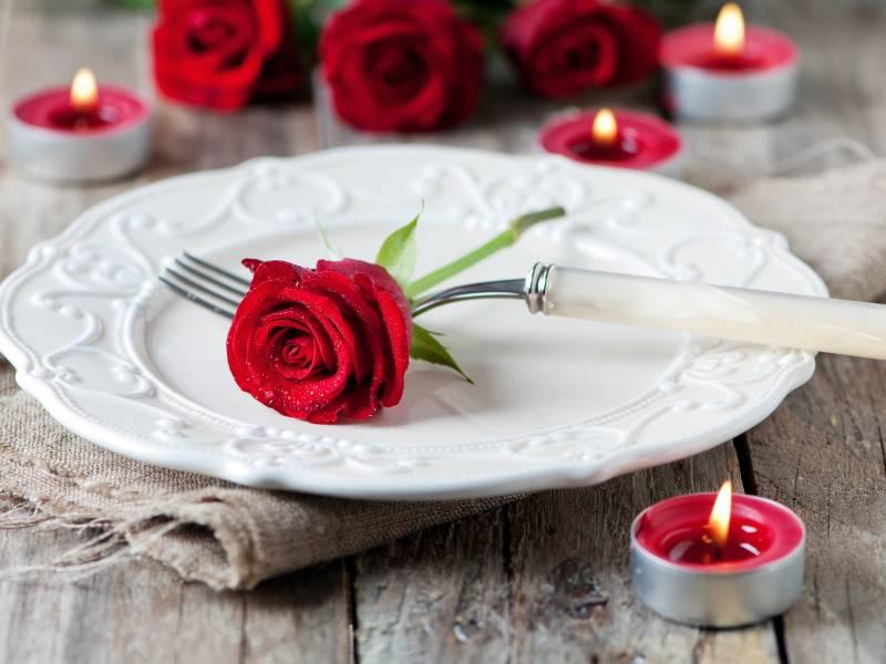 Stilvolle Umgebung bei einem romantischen Dinner für Zwei bei Kerzenschein