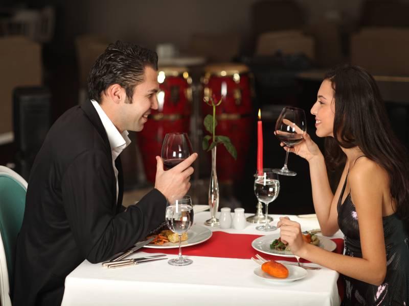 Romantisches Candle-Light-Dinner: Kulinarische Höhepunkte für Verliebte
